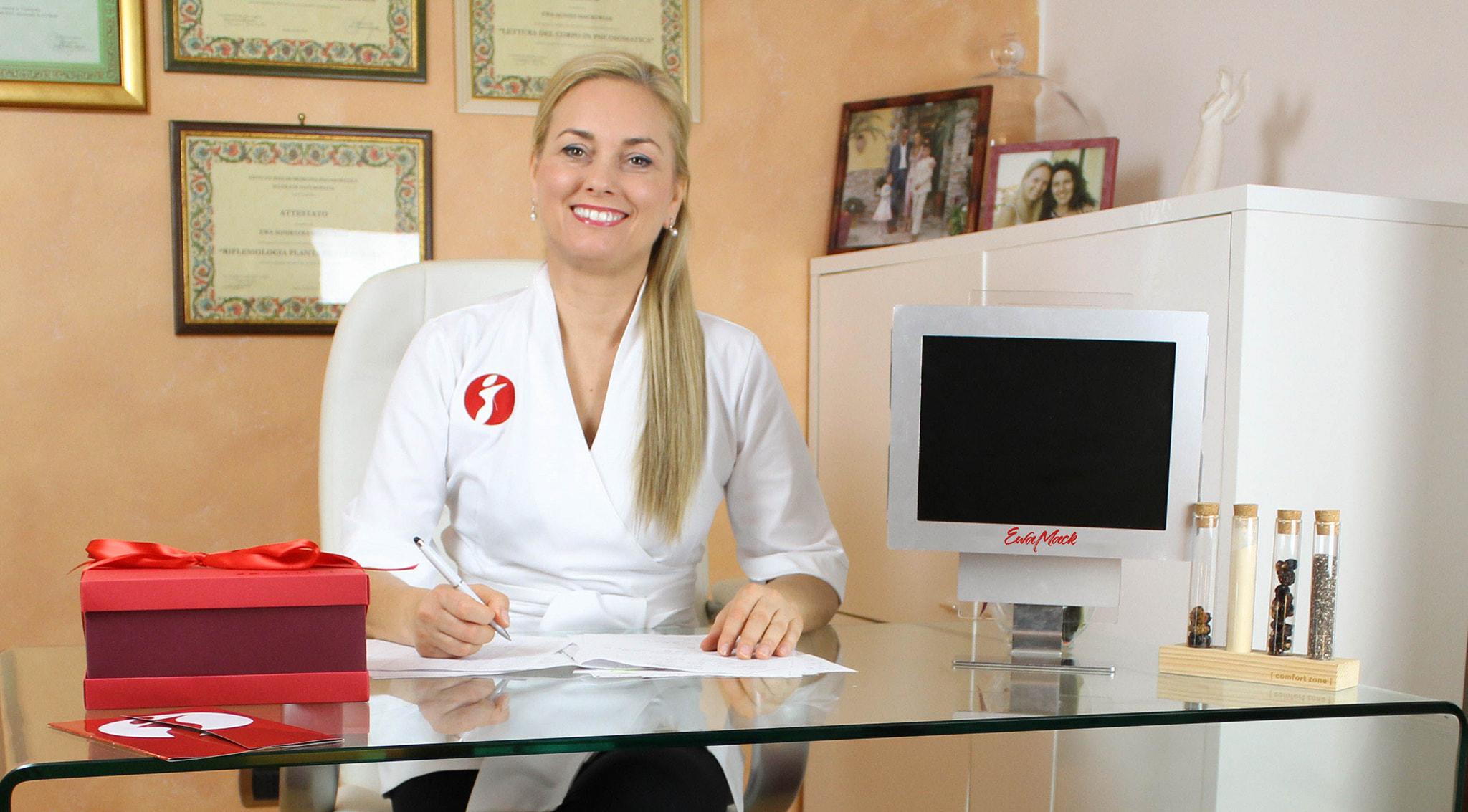 dottoressa ewa mackowiak nel suo studio di lamezia catanzaro
