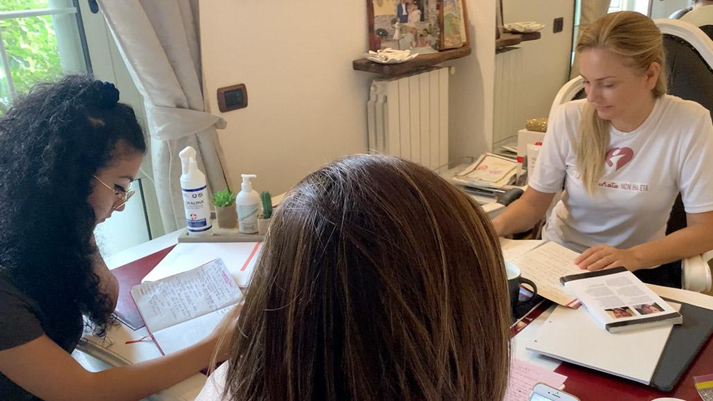 foto del team che studia centro benessere con tecniche specializzare